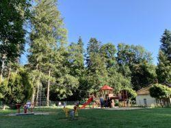 Dětské hřiště na konci lázeňského parku Luhačovice - ulice Čes. armády