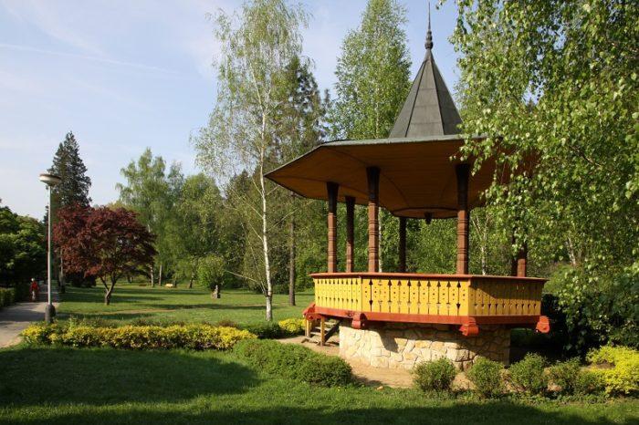 Hudební pavilon v lázeňském parku Luhačovice