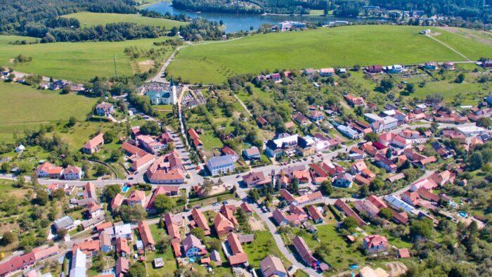 Městys Pozlovice s přehradou Luhačovice